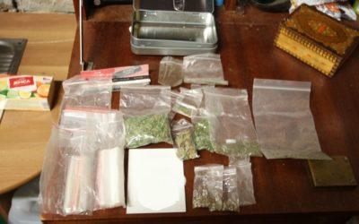Policejní razie odhalila distributory drog, kterým hrozí až deset let vězení
