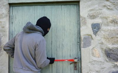 Zloděj vlezl do domu v Karlově Pod Pradědem a kradl
