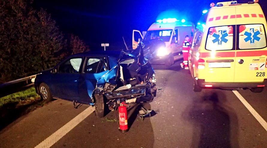 U Holasovic se střetla dvě auta, při nehodě se zranily čtyři osoby