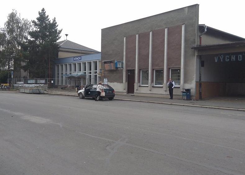 Žena pod vlivem alkoholu vjela do průchodu nádraží v Krnově