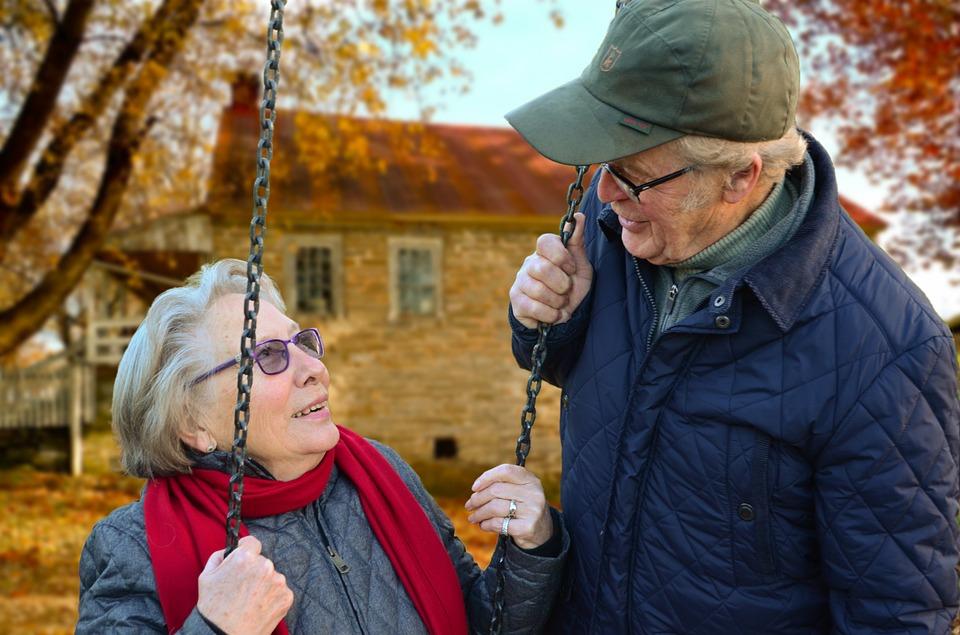 Sněmovna schválila vládní návrh na zvýšení důchodů