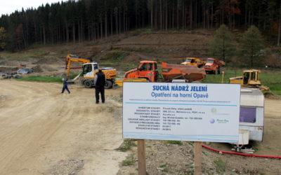 U Karlovic se buduje nejvyšší hráz nádrže Jelení, vyjde na 150 milionů korun