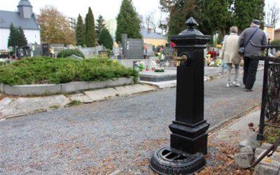 O Dušičkách hřbitov zavírá až v deset večer