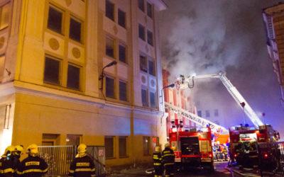 Prověřování okolností požáru bývalé Karnoly stále pokračuje