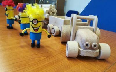 Vězni vyrobili pro dětské oběti hračky