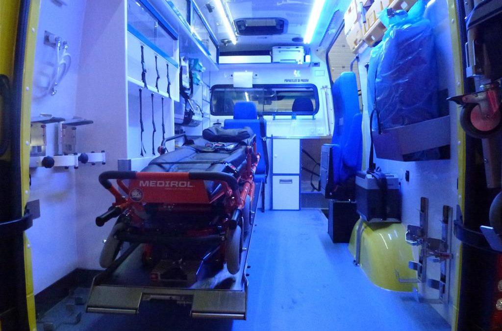 V Bílčicích na Bruntálsku auto nabouralo do sloupu, dva mladíci skončili těžce zranění