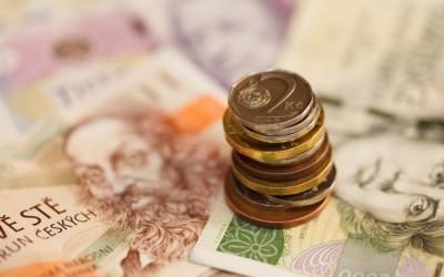 Natržené či zašpiněné bankovky musí obchodníci přijmout