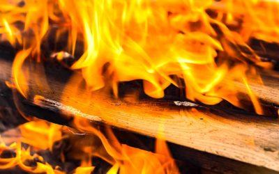 Čtyři desítky požárů likvidovali na přelomu roku hasiči v MSK