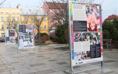Výstava v Krnově seznamuje se závislostmi dětí