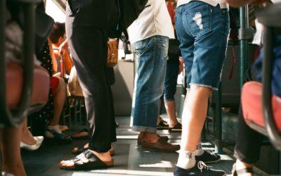 Senioři, žáci a studenti budou mít od půlky června na vlaky a autobusy 75 procentní slevu