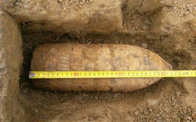 Při stavbě obchvatu Krnova stavbaři nacházejí granáty, náboje i miny