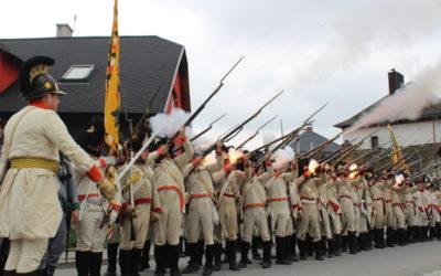 FOTO: Přes 200 historických vojáků pochodovalo do Smolkova na představení jednotek