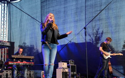 FOTO: Slovenská zpěvačka Kristína vystoupila na Oživlé historii v Háji ve Slezsku