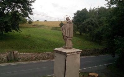 Socha svatého Jana Nepomuckého se vrátila do Dívčího Hradu