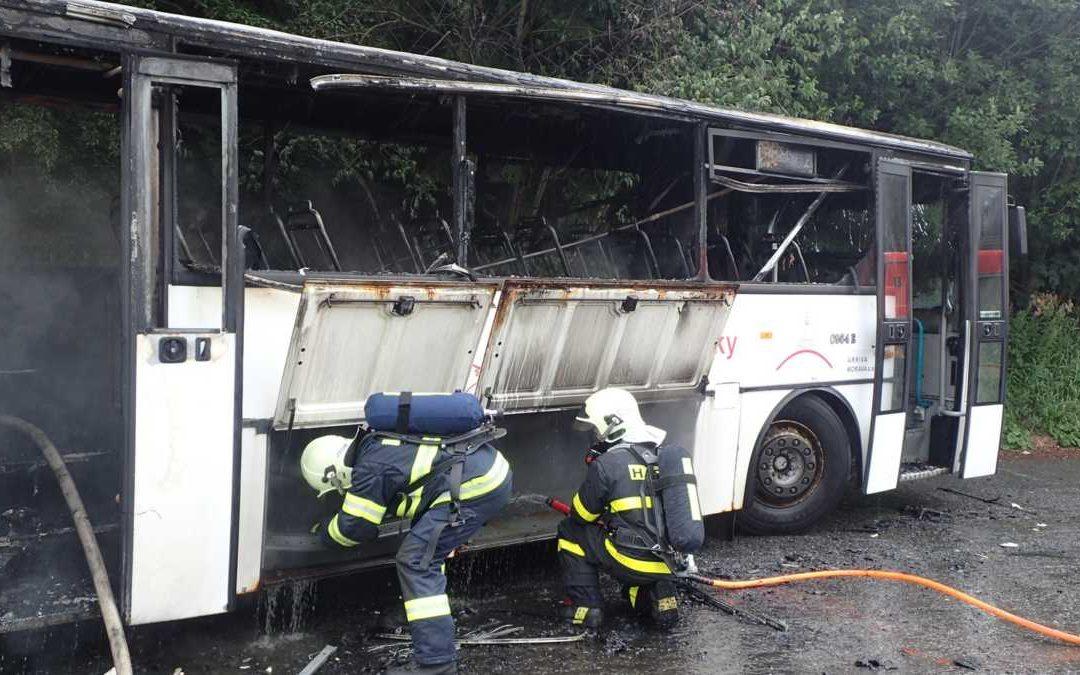 Požár odstaveného autobusu v Malé Morávce způsobil škodu za půl milionu