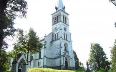 Hodiny kostelní věže v Mnichově už odměřují čas