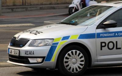 Vandal poškodil zaparkované vozidlo Škoda Superb v Rýmařově