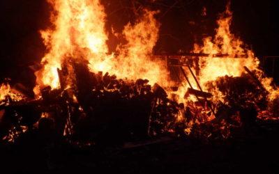 V Ludvíkově shořel dřevník, oheň se rozšířil na vedlejší chalupu
