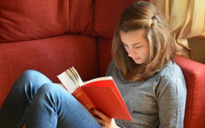 Během léta obdrží někteří studenti-sirotci dopis z ČSSZ, ta jím ověřuje trvání nároku na sirotčí důchod