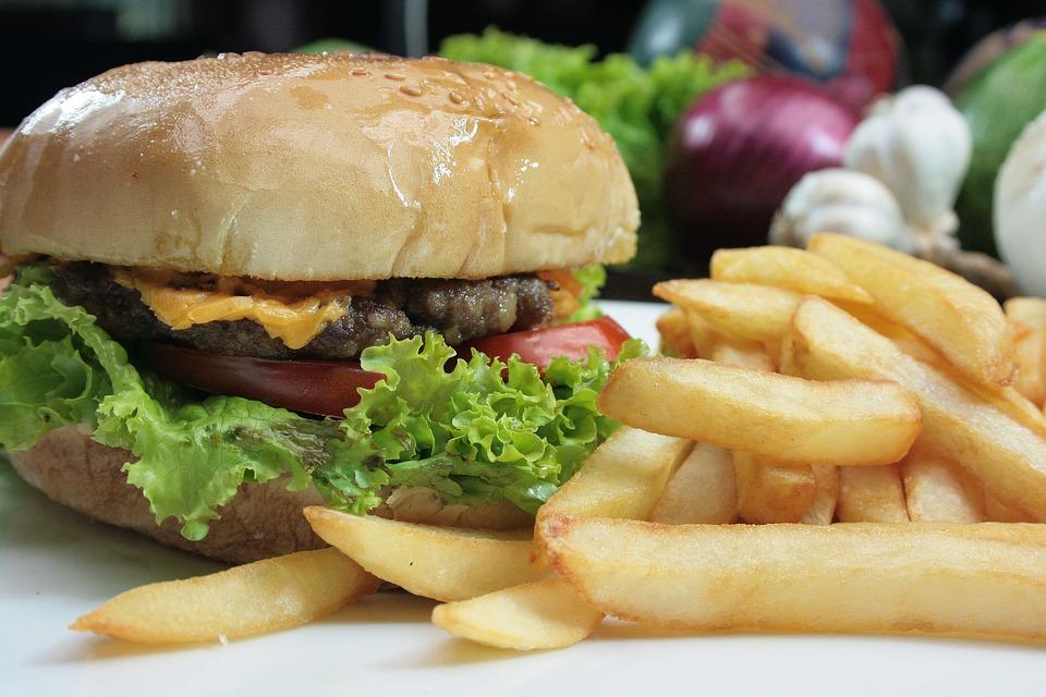 Děti nejsou chráněny před vlivem reklamy na nezdravé jídlo