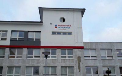Podhorská nemocnice shromáždila ve Vánoční sbírce NADACE AGEL 220 kilogramů oděvů