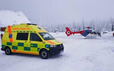 Šestnáctiletá lyžařka upadla při jízdě na lyžích, vážně se zranila