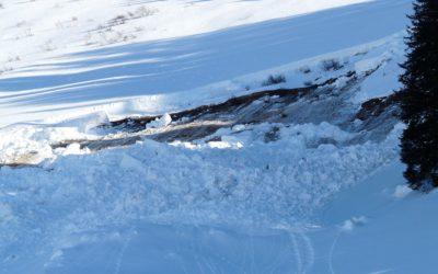 Horská služba varuje všechny návštěvníky Jeseníků před nebezpečím stržení deskových lavin, upozornění platí pro všechny lavinové svahy!