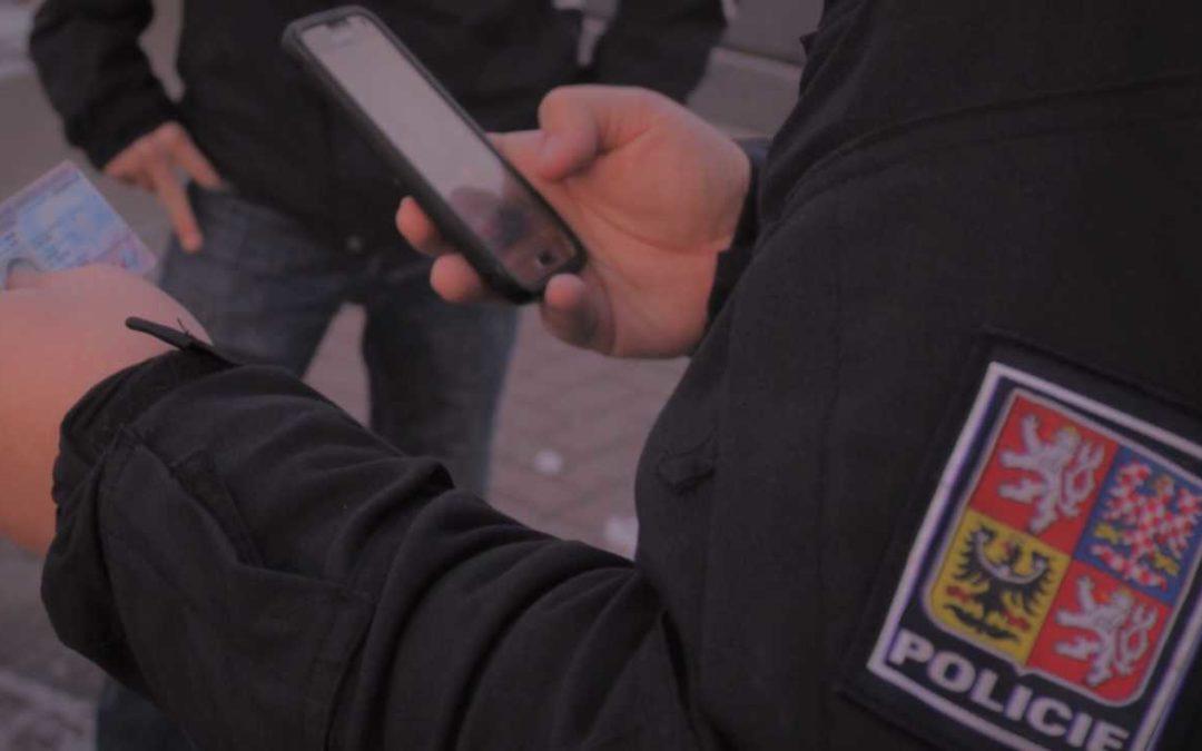 Zloděje peněženky ve Vrbně zadrželi hned po krádeži