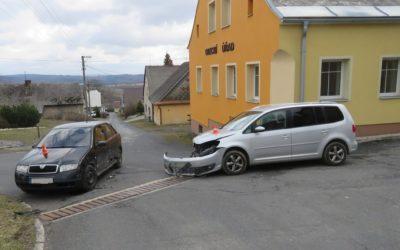 Řidička nedala přednost v jízdě, došlo ke střetu
