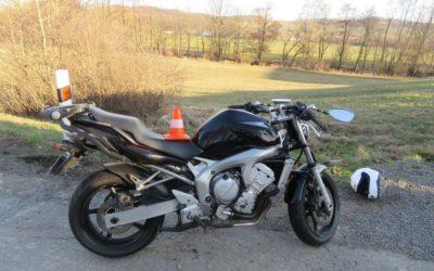 U Brantic se naboural motorkář, cizinec skončil zraněný v nemocnici