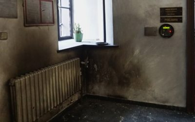 Podívejte se, jak je po výbuchu zničený interiér rýmařovské radnice