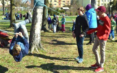 O jarní probuzení parku v Bruntále se postaraly děti