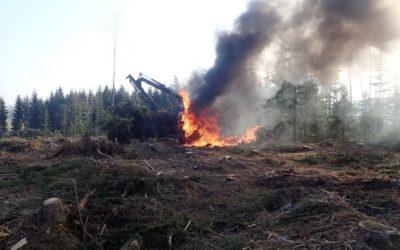 V Lomnici vzplanul harvestor, požár způsobil škodu za 900 tisíc korun