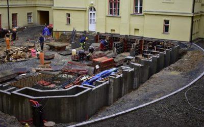 Stavba atria na Petrině vstupuje do finále