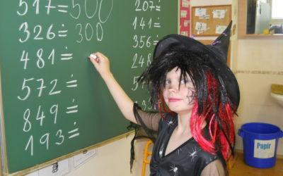 Žáci si užívali výuku v maskách čarodějů a čarodějnic