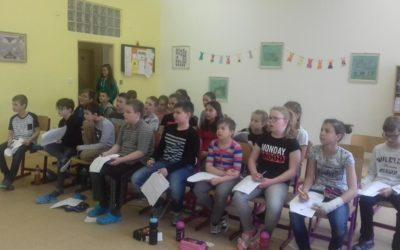 Žáci sedmé třídy si připravili pro své mladší spolužáky program ke dni Země