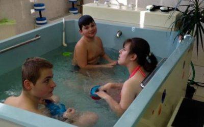 Žáci navštěvují v rámci pohybových aktivit vodní terapie