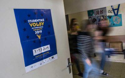 Studentské volby do Evropského parlamentu vyhrála Česká pirátská strana