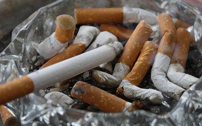 O škodlivosti pasivního kouření se ví, zabíjí ale i terciární kouření