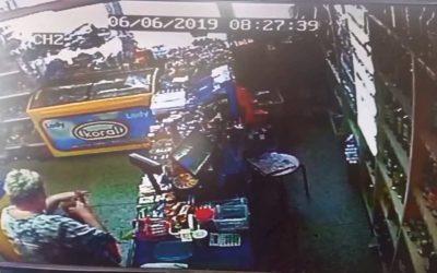 V Krnově žena ukradla tašku s doklady a hotovostí, policie žádá o pomoc