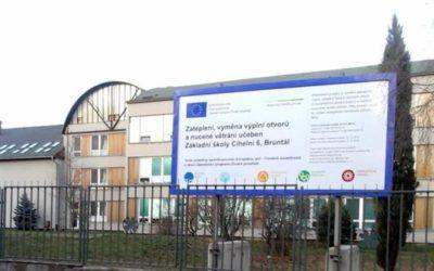 Nejhezčí uvítání v Bruntále čeká letos při nástupu do školy žáky základní školy Cihelní a Amos