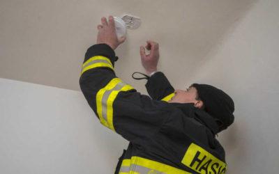Hlásiče požáru a detektory oxidu uhelnatého dostanou zdarma senioři nad 65 let