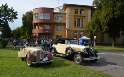 Historické vozy přijely do Slezské nemocnice