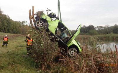 U Rýmařova sjel řidič autem do rybníka