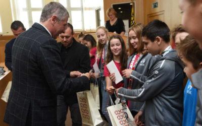 Medailisté letní olympiády dětí a mládeže přijali gratulaci od zástupců Moravskoslezského kraje