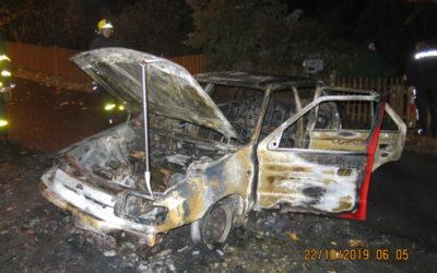 Ve Městě Albrechticích shořelo auto