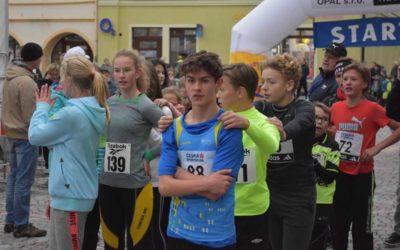 Večerní běh Bruntálem přilákal profíky i amatérské běžce