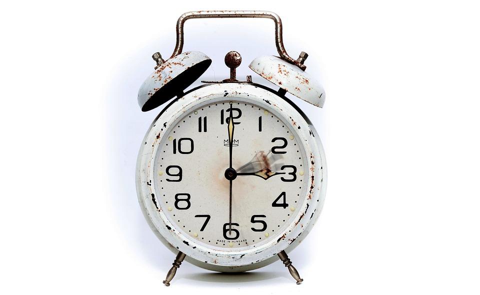 V neděli bude kratší noc, čeká nás změna času na letní