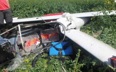Při pádu letadla se zabil 64letý pilot, trosky větroně skončily na louce ve Vrbně pod Pradědem