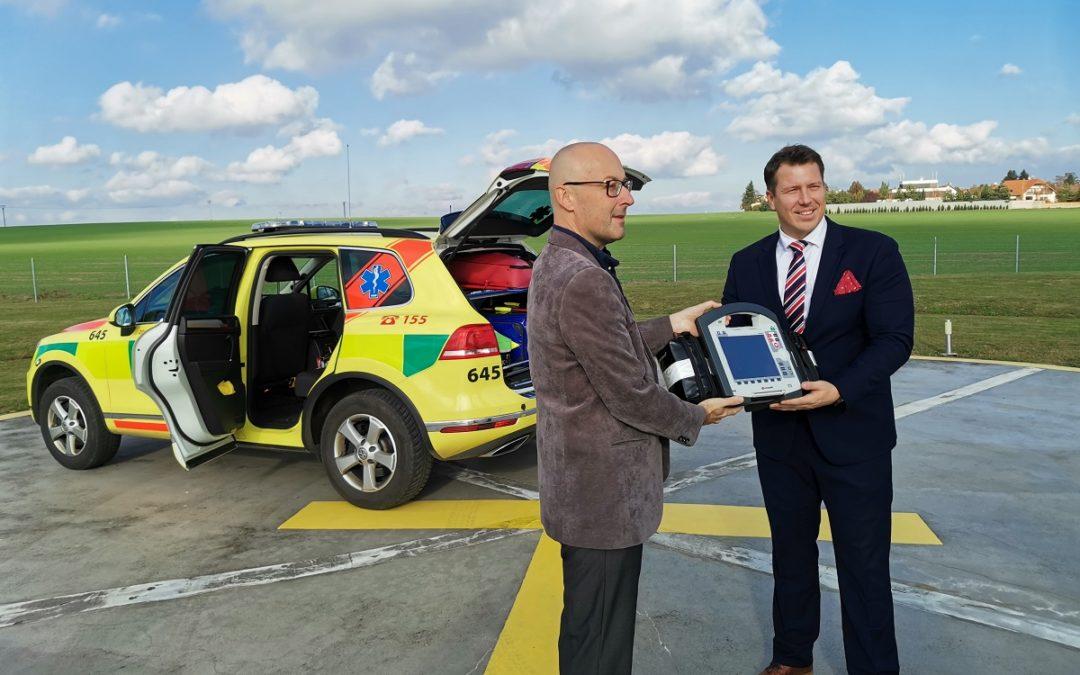 Primátor Opavy předal záchranářům nový přístroj